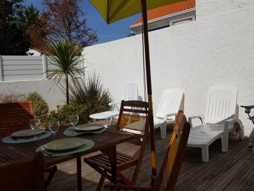 Déjeuner, dîner sur le patio/terrasse exposé sud-ouest